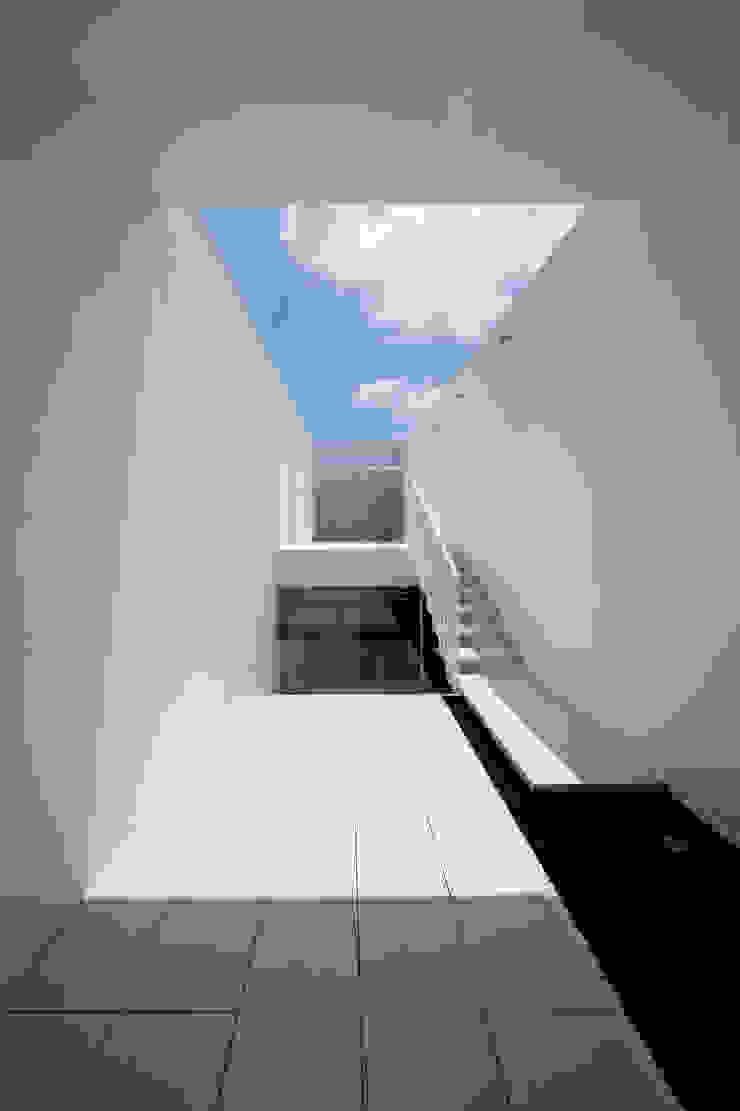 court 2 ミニマルデザインの テラス の YUCCA design ミニマル