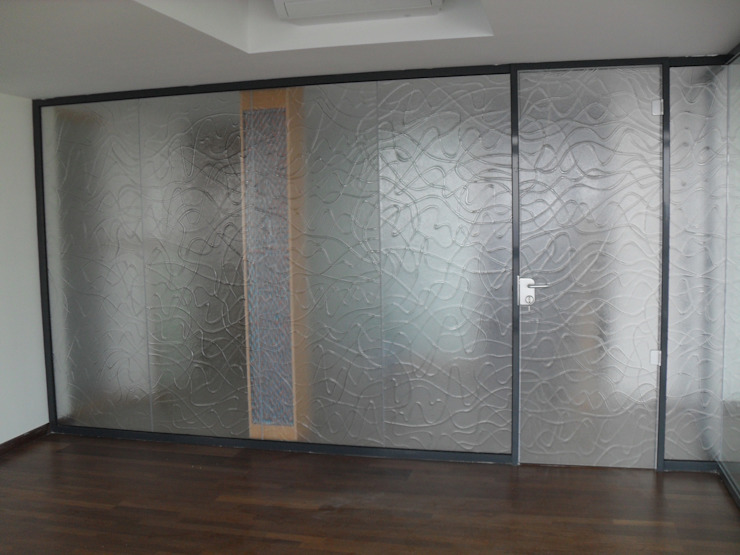 YBM Tasarım Dekoratif Cam Paneller – Oda Bölücü Paneller: modern tarz , Modern Cam