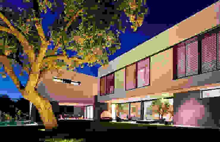 Jardín principal Jardines de estilo moderno de lightarchitecture studio Moderno