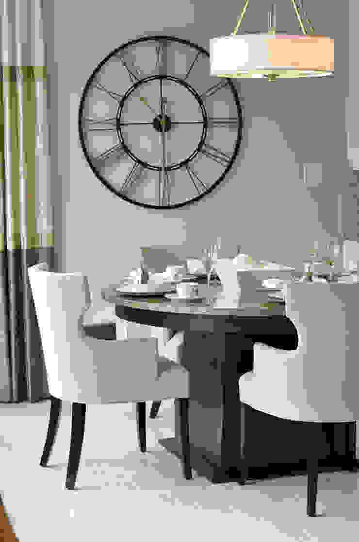 CAMPBELL HOUSE – EDMONTON – ALBERTA – CANADA Sala da pranzo in stile classico di Ceramica Fioranese Classico