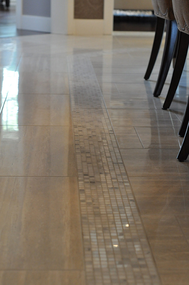 CAMPBELL HOUSE – EDMONTON – ALBERTA – CANADA Pareti & Pavimenti in stile classico di Ceramica Fioranese Classico