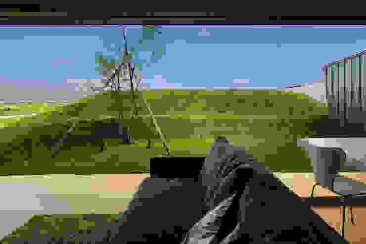 エンガワとドテのイエ: WAA ARCHITECTS 一級建築士事務所が手掛けた窓です。,オリジナル