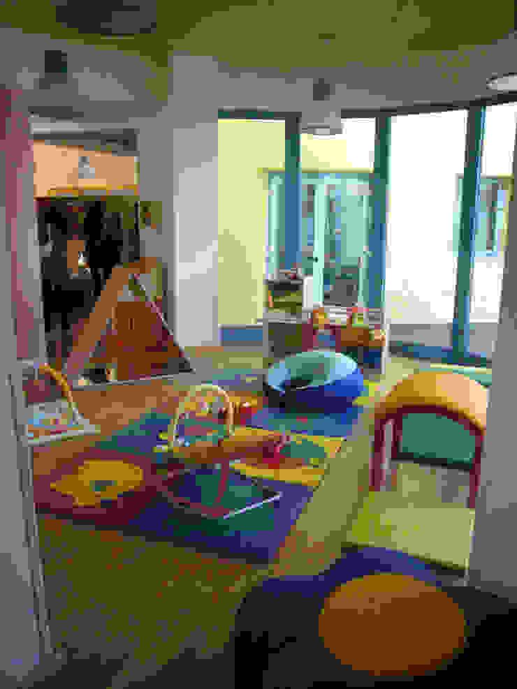Asilo nido - spazio per il gioco Scuole moderne di Studio Capannini Architetti Moderno