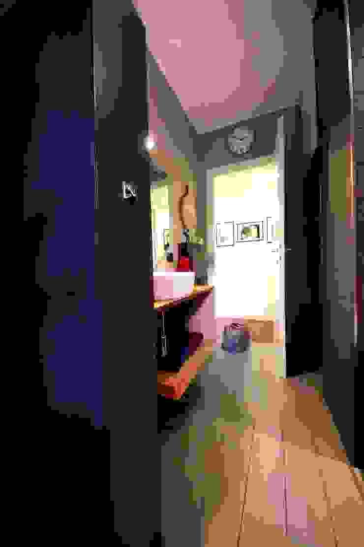 Appartamento grunge in città Bagno eclettico di Falegnameria Ferrari Eclettico