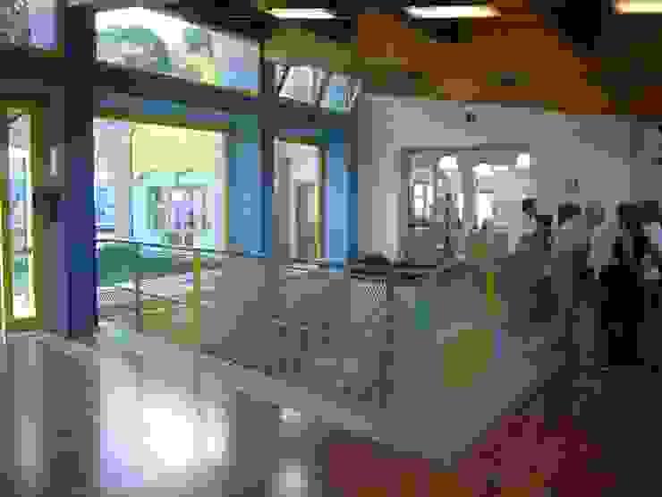 Ingresso comune alle due scuole Scuole moderne di Studio Capannini Architetti Moderno