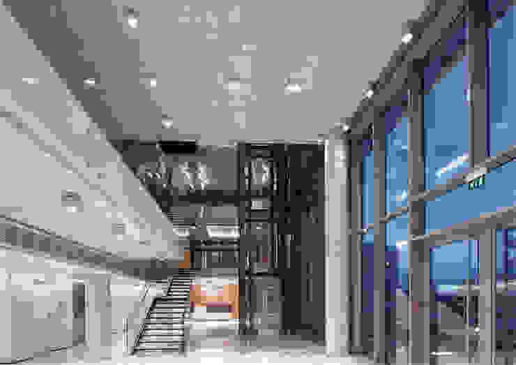 AVCIARCHITECTS_06_ENTRENCE Modern Koridor, Hol & Merdivenler Avci Architects Modern