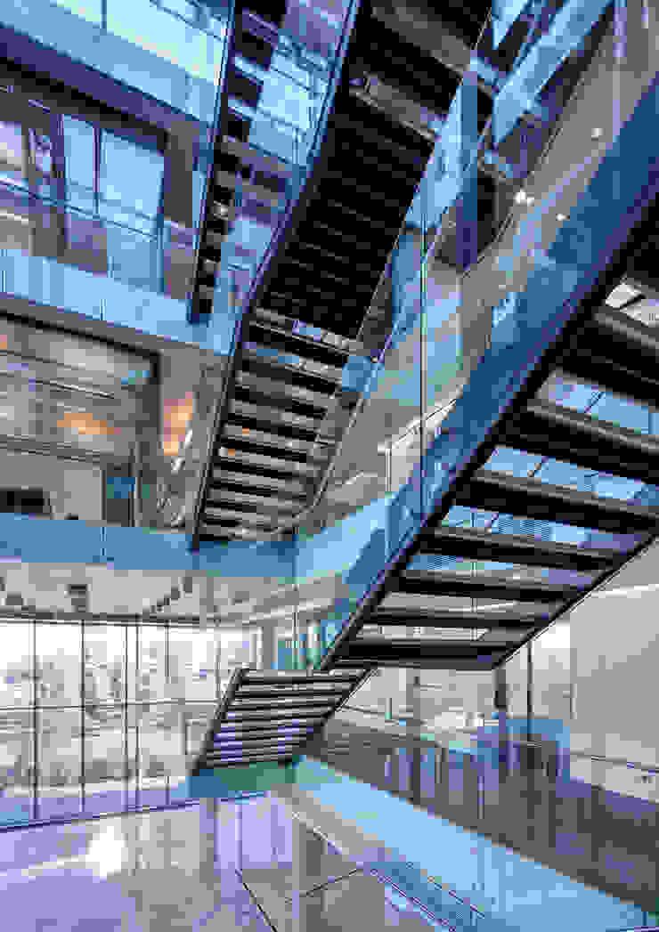 AVCIARCHITECTS_07_ENTRENCE Modern Koridor, Hol & Merdivenler Avci Architects Modern