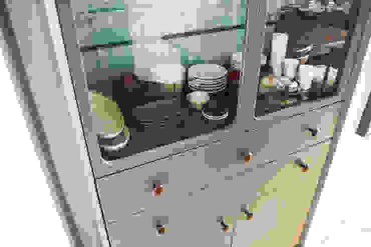 Bespoke Freestanding Display Cabinet: modern  by GO, Modern