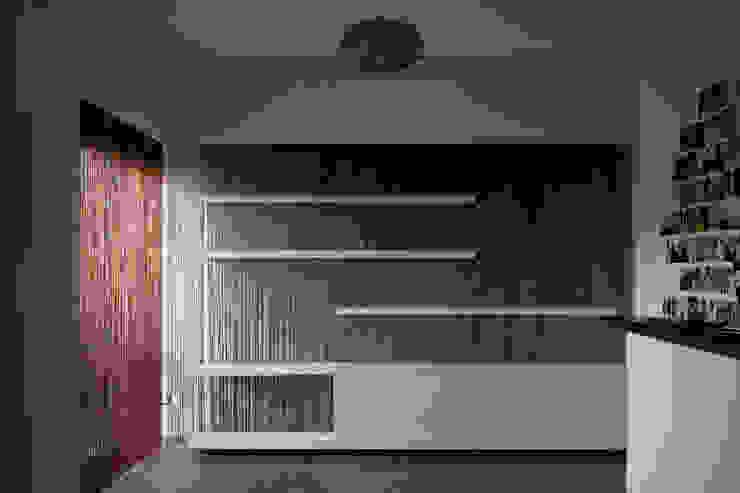 Parete @FonteMeravigliosa Studio moderno di RAD Moderno