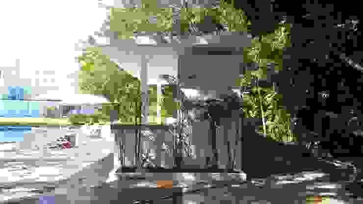 lado Jardines modernos de sandro bortot arquitecto Moderno