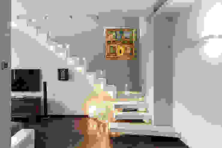 Casa Shimano - living room Soggiorno moderno di studiodonizelli Moderno