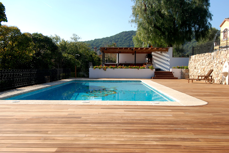 Barbecue and exterior pool Modern Pool by FG ARQUITECTES Modern