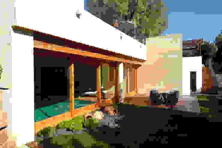 Indoor pool Modern Pool by FG ARQUITECTES Modern