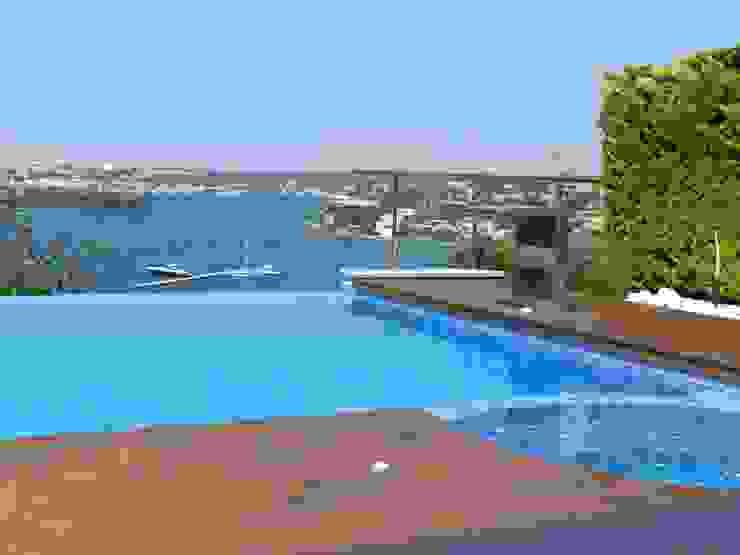 Swimming pool Modern Pool by FG ARQUITECTES Modern