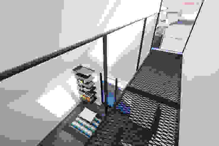3階 キャットウォーク ミニマルスタイルの 玄関&廊下&階段 の 高橋直子建築設計事務所 ミニマル