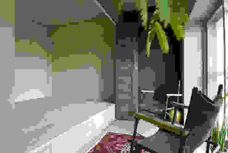 غرفة نوم تنفيذ TATO DESIGN:タトデザイン株式会社