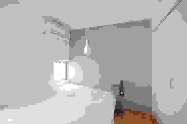 스칸디나비아 침실 by TATO DESIGN:タトデザイン株式会社 북유럽