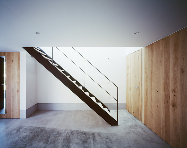 1階 階段 ミニマルスタイルの 玄関&廊下&階段 の 高橋直子建築設計事務所 ミニマル