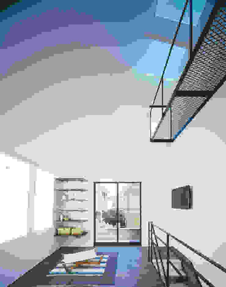2階 リビング ミニマルデザインの リビング の 高橋直子建築設計事務所 ミニマル