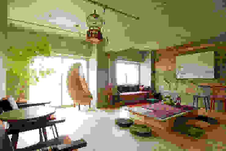 غرفة المعيشة تنفيذ TATO DESIGN:タトデザイン株式会社 , بحر أبيض متوسط