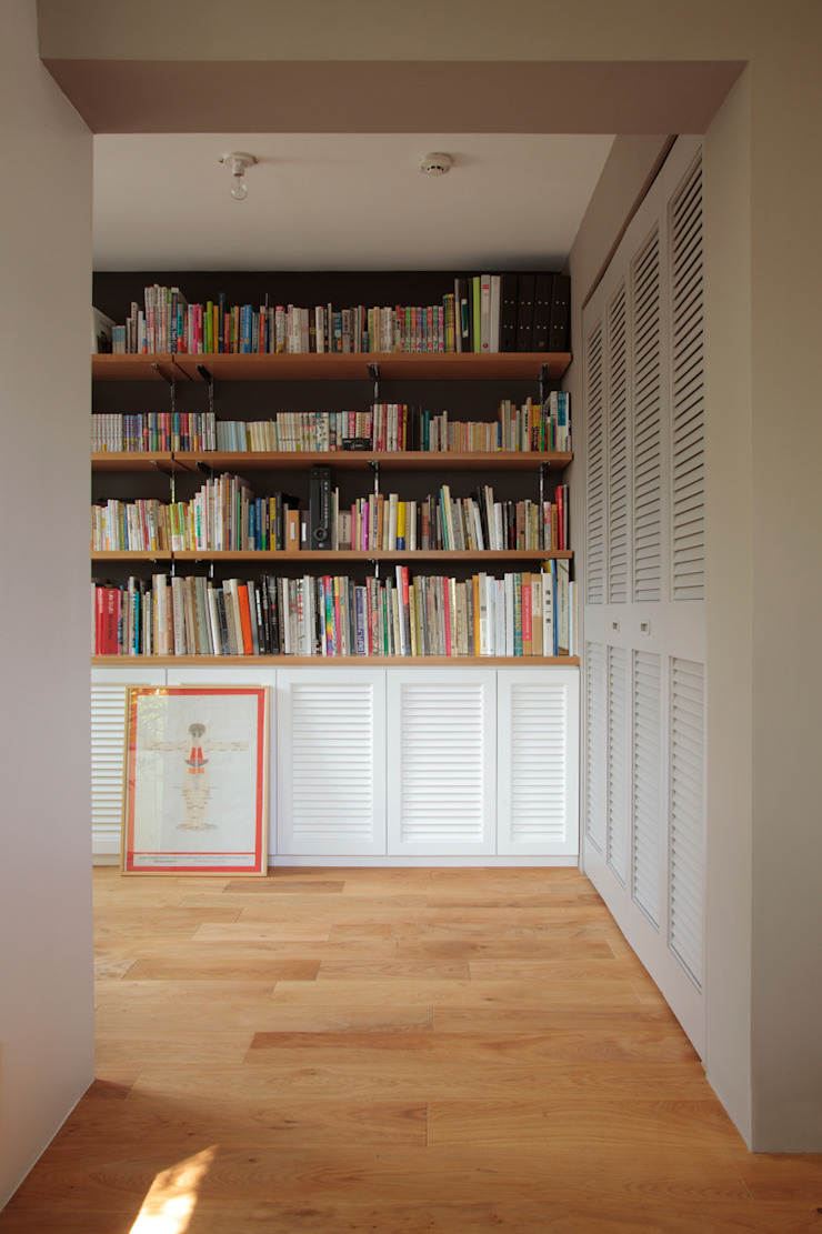 Ruang Studi/Kantor Gaya Skandinavia Oleh TATO DESIGN:タトデザイン株式会社 Skandinavia