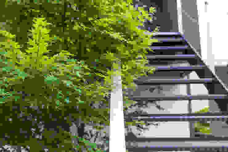 屋外階段 の 一級建築士事務所 SAKAKI Atelier モダン 鉄/鋼