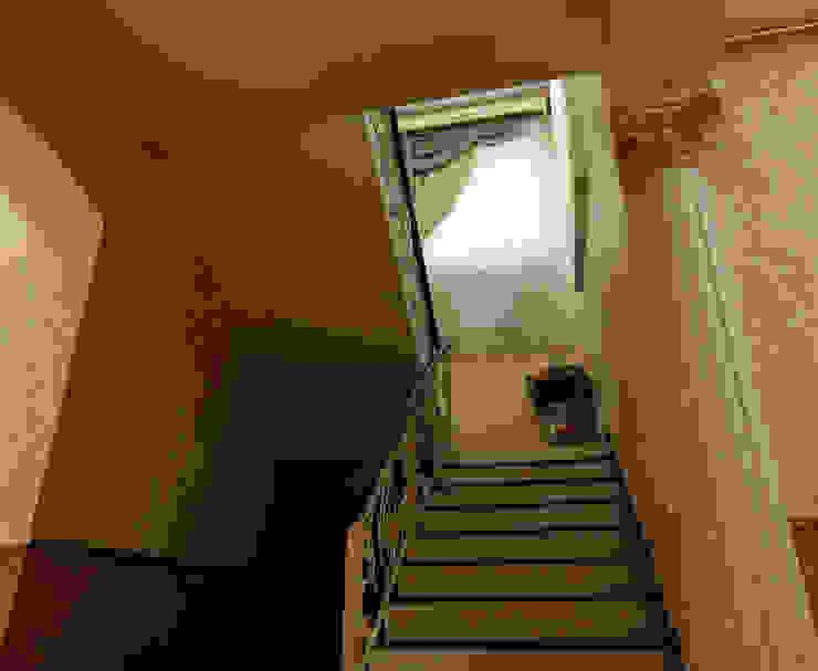 Classic style corridor, hallway and stairs by Цунёв_Дизайн. Студия интерьерных решений. Classic
