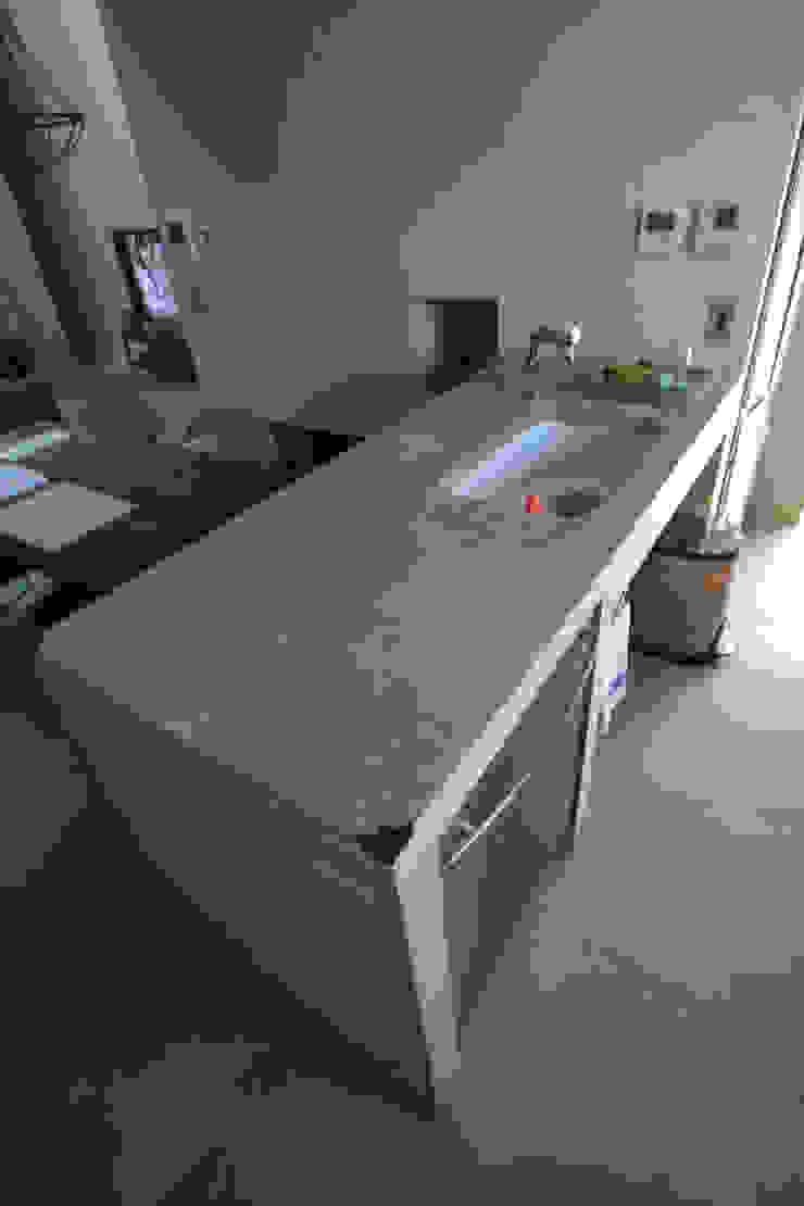 キッチン オリジナルスタイルの 玄関&廊下&階段 の Kondohideo Architects co,;ltd. オリジナル