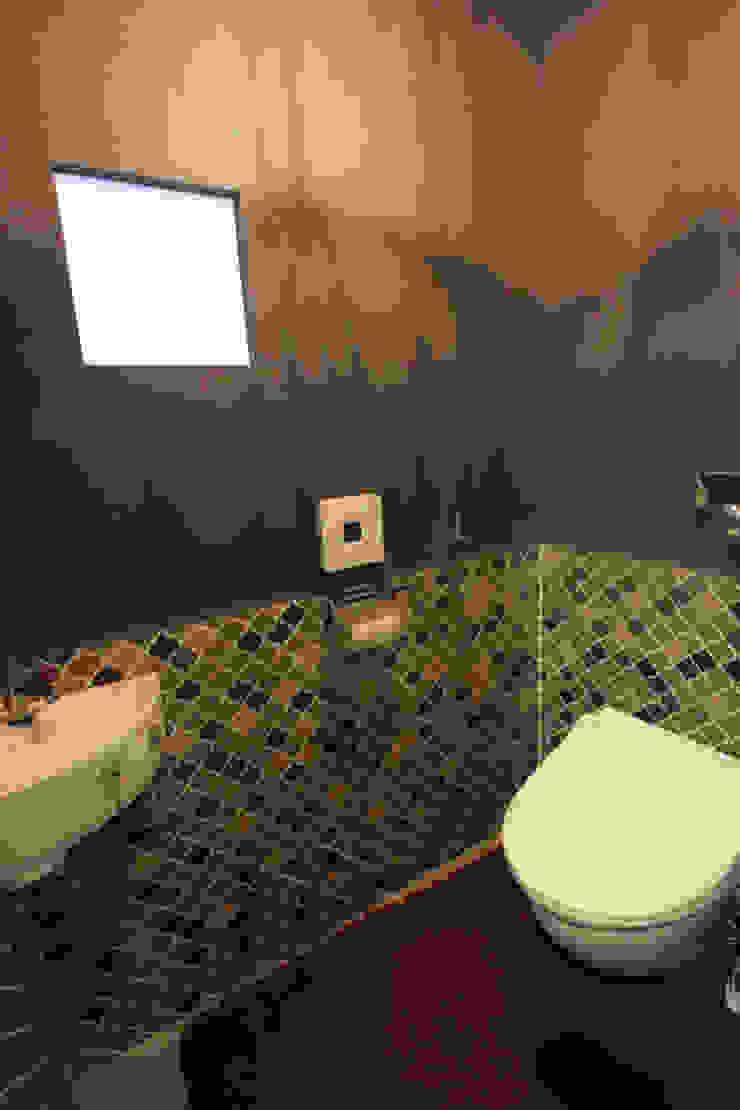 トイレ オリジナルスタイルの お風呂 の Kondohideo Architects co,;ltd. オリジナル