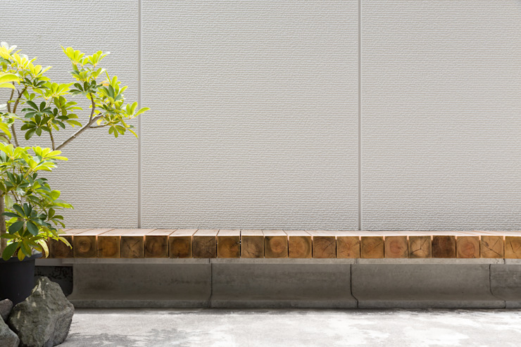 屋外ベンチ モダンデザインの テラス の 一級建築士事務所 SAKAKI Atelier モダン 木 木目調