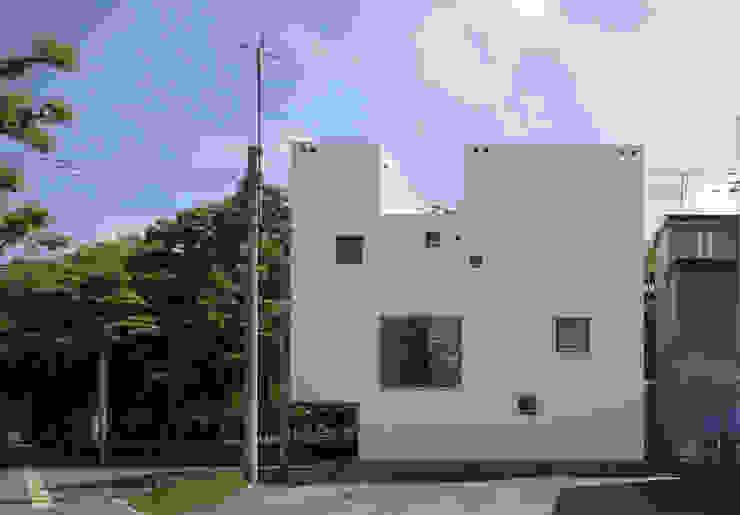 white collage ミニマルな商業空間 の KEIKICHI YAMAUCHI ARCHITECT AND ASSOCIATES ミニマル