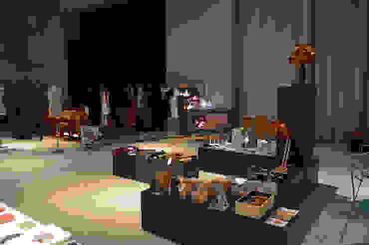 La social house di SAL (Spazio Avanzamento lavori) Centro congressi in stile industrial di Studio Arkilab - Seby Costanzo Industrial