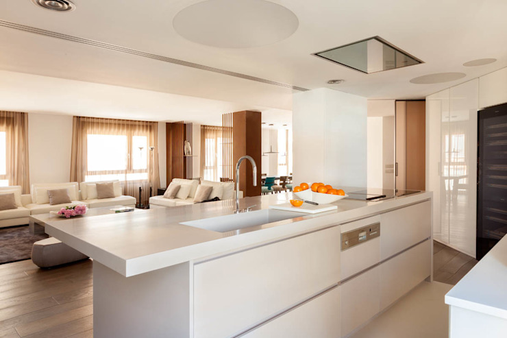 Modern Kitchen by ESTER SANCHEZ LASTRA Modern