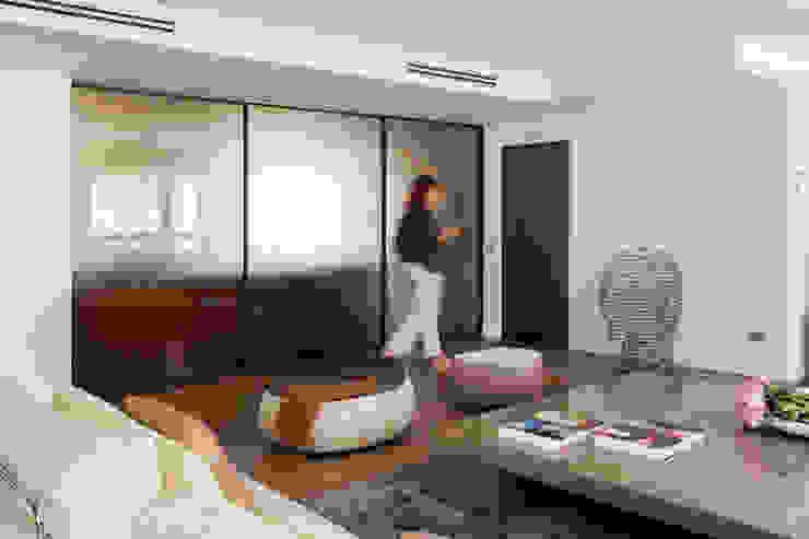cerramiento Salones de estilo moderno de ESTER SANCHEZ LASTRA Moderno