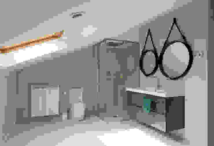 Baño principal Dormitorios de estilo moderno de ESTER SANCHEZ LASTRA Moderno