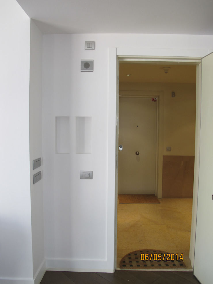 Detalle ebtrada,hueco para llaves Casas de estilo moderno de ESTER SANCHEZ LASTRA Moderno