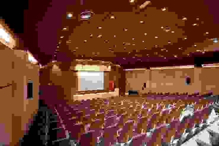General Palacios de congresos de estilo moderno de ESTER SANCHEZ LASTRA Moderno