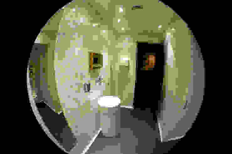 Baño mujeres Espacios comerciales de estilo moderno de ESTER SANCHEZ LASTRA Moderno