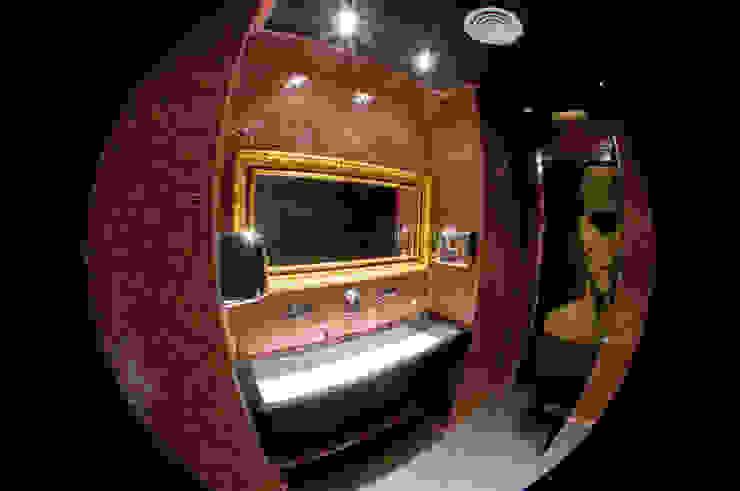 Baño hombres Espacios comerciales de estilo moderno de ESTER SANCHEZ LASTRA Moderno