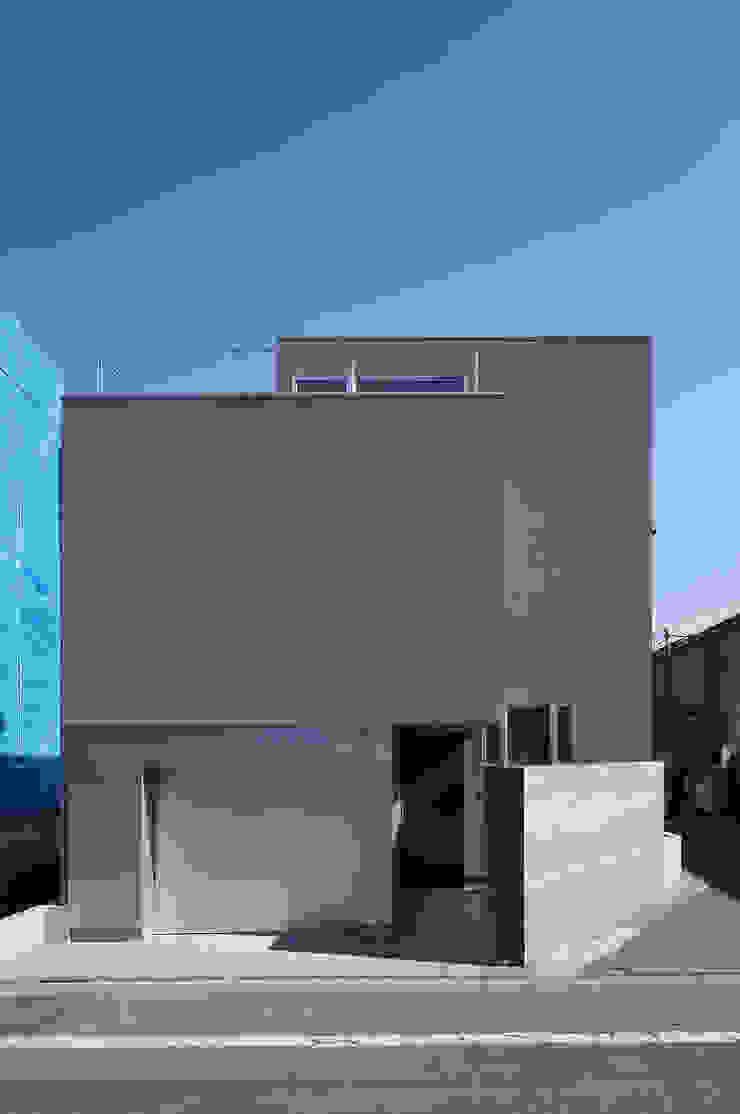 ∩∪ (and or) モダンな 家 の 岩崎整人建築設計事務所 (Iwasaki Architect and associates) モダン