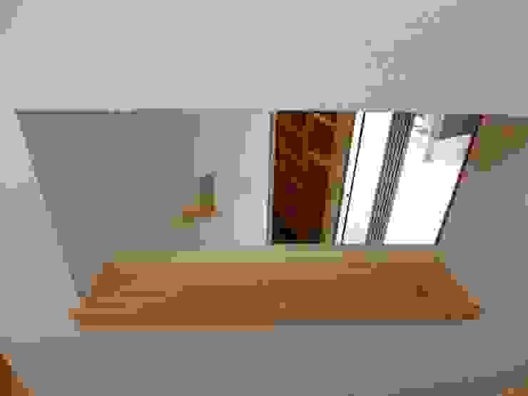 K+Yアトリエ一級建築士事務所 Ingresso, Corridoio & Scale in stile eclettico