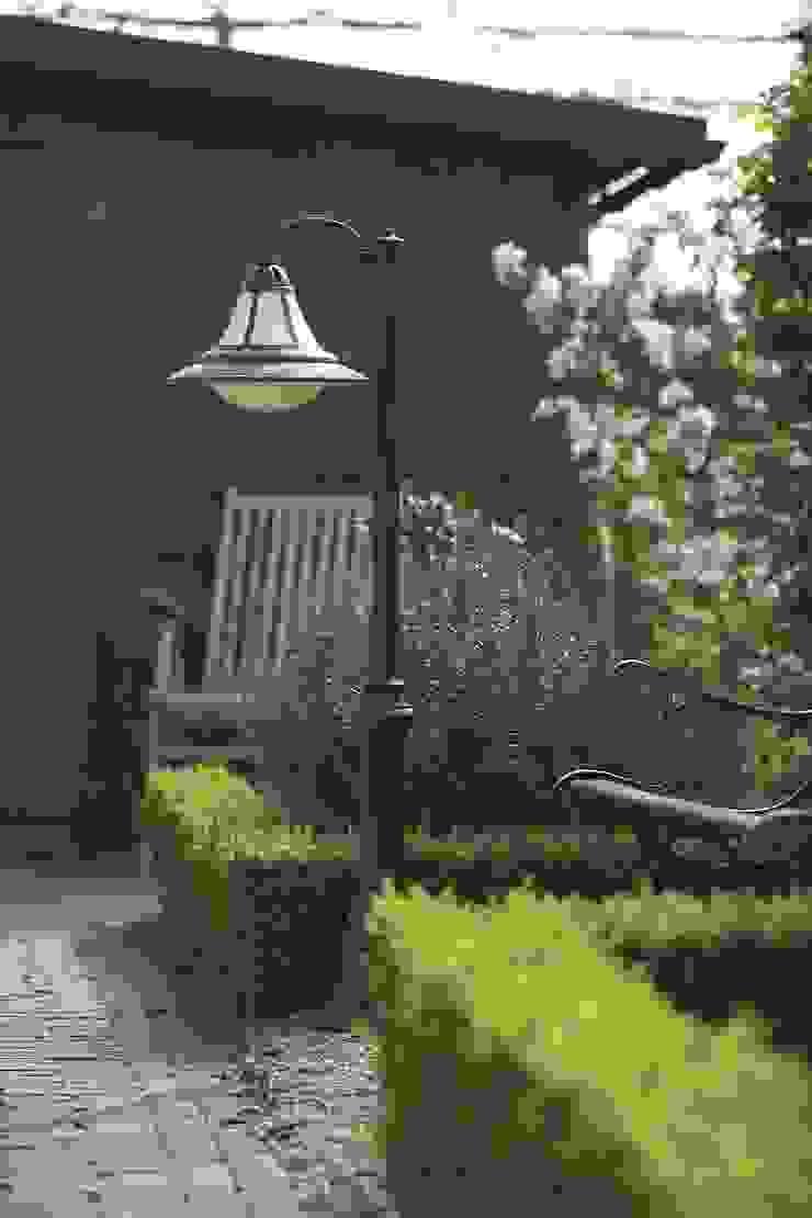 Modern garden by Highlight Aydınlatma Modern