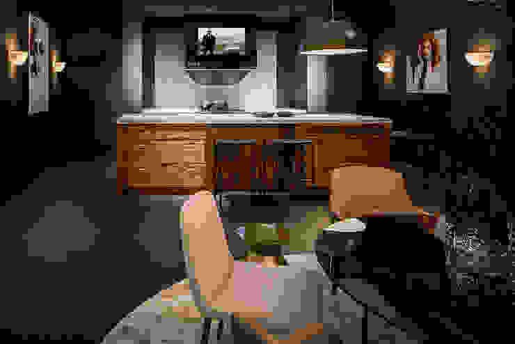 Mirror TV verwerkt in afzuigkap:  Keuken door B&G Audio Video Solutions BV, Landelijk