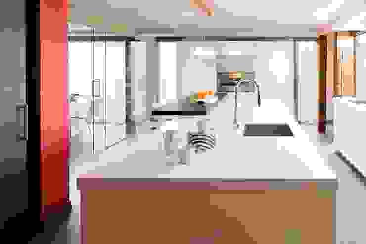 Cocina Cocinas de estilo moderno de ESTER SANCHEZ LASTRA Moderno