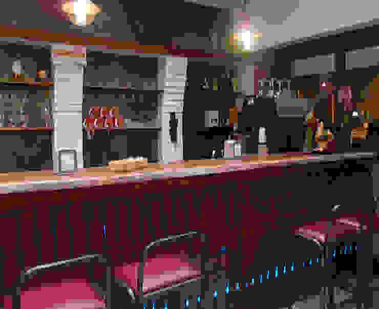 Bancone Bar Negozi & Locali commerciali in stile rustico di Arch. Fabio Pacillo Rustico