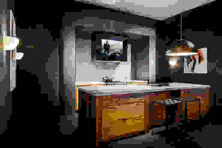 Mirror TV in afzuigkap Landelijke keukens van B&G Audio Video Solutions BV Landelijk