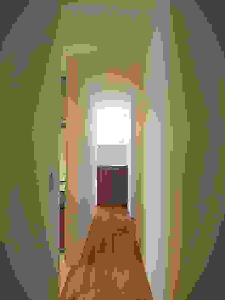 廊下 ai建築アトリエ オリジナルスタイルの 玄関&廊下&階段
