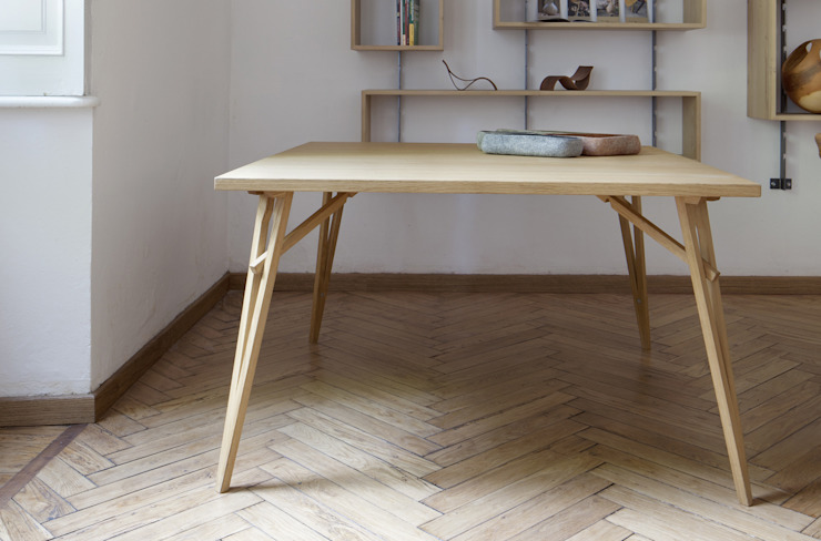 Hafif Soggiorno in stile scandinavo di SLOW WOOD - The Wood Expert Scandinavo