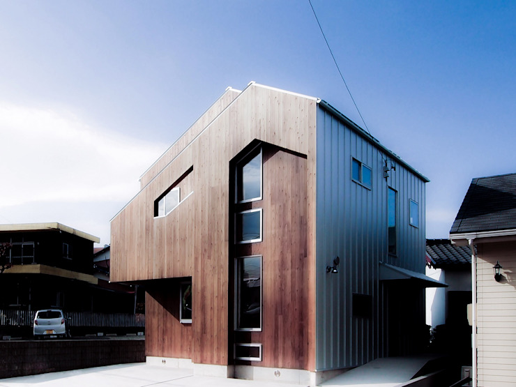 Industrial style houses by AtelierorB Industrial Wood Wood effect