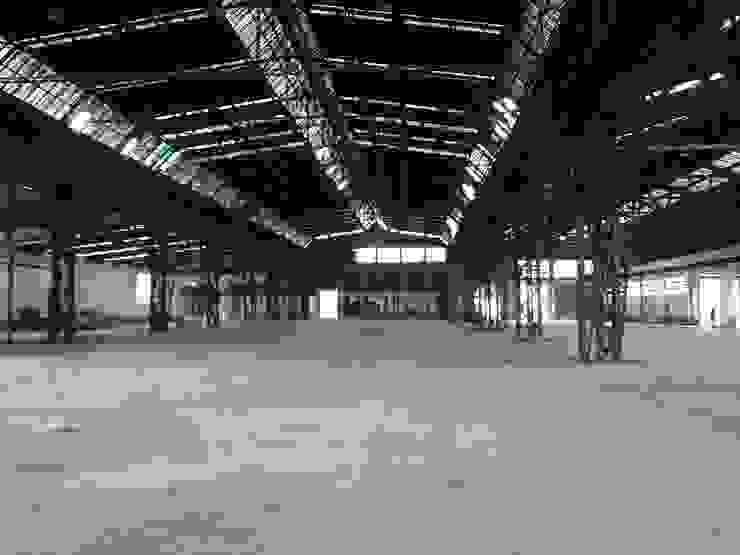 Interior de la rehabilitación de pabellones en Basauri de ARQUILUR3 S.L.P. Moderno
